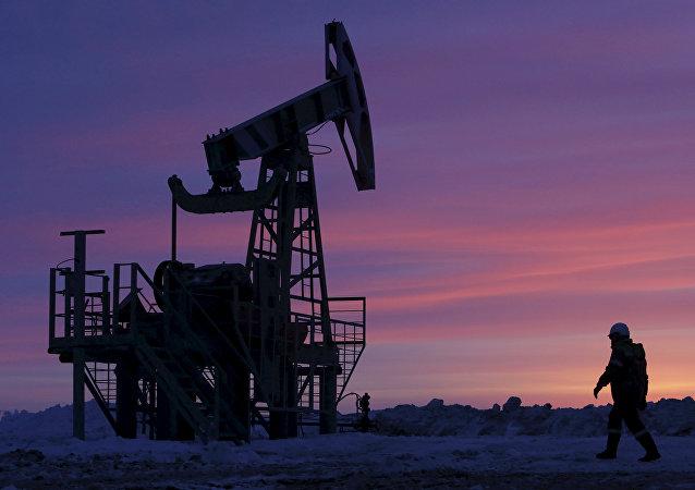 Un champ pétrolifère