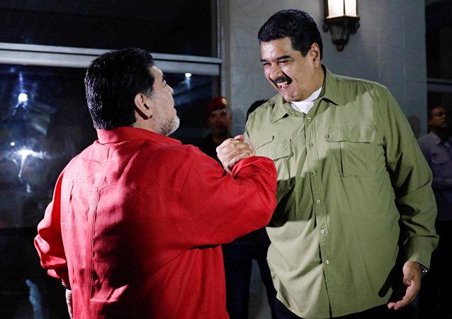 Diego Maradona (à gauche) et Nicolas Maduro