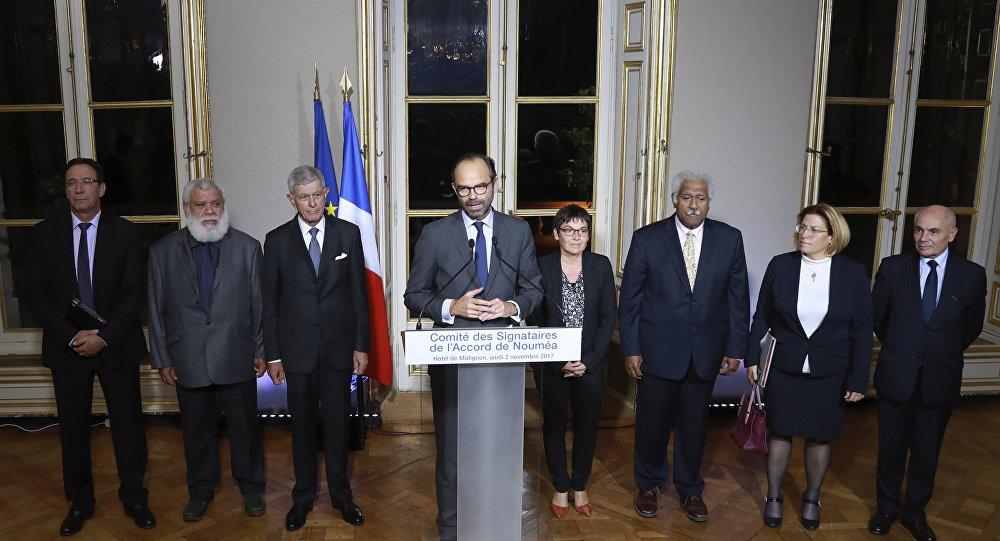 Edouard Philippe, entouré notamment de Pierre Frogier et Paul Néaoutyine, à Matignon.