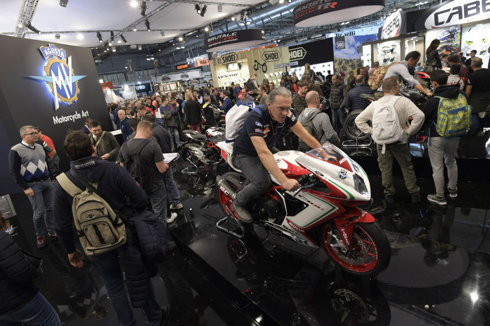 salon de la moto de milan tout pour le motard que vous tes au fond de vous sputnik france. Black Bedroom Furniture Sets. Home Design Ideas