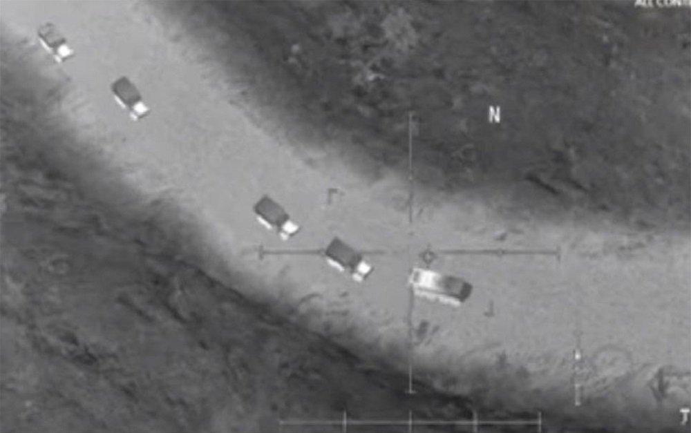des détachements de Daech fuir la ville syrienne d'Abou Kamal en direction de la frontière irakienne pour échapper aux frappes russes