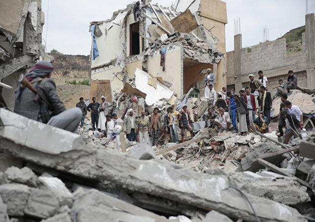 Une maison de Sanaa détruite par une frappe aérienne de la coalition dirigée par Riyad