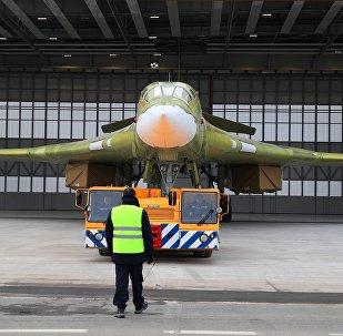 Le bombardier stratégique modernisé Tu-160M2 à l'usine aéronautique de Kazan