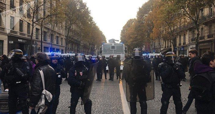 Marche nationale sur l'Elysée contre la politique de Macron
