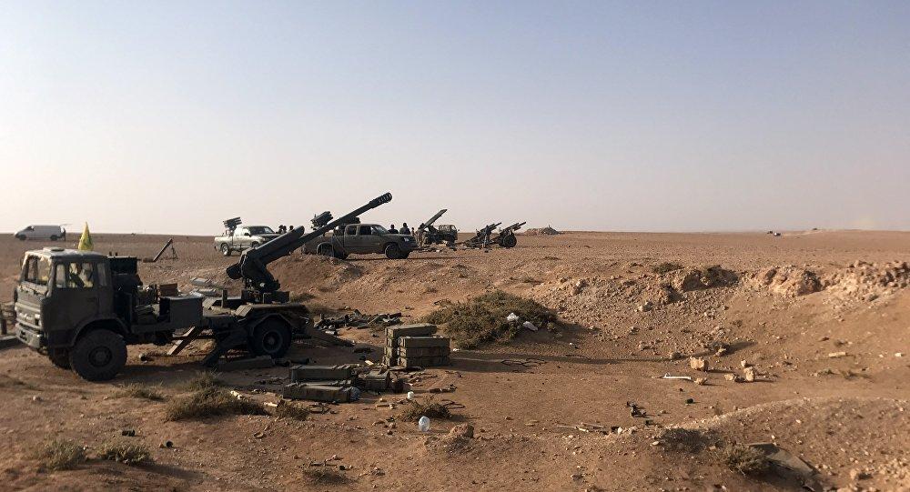 L'artillerie déployée près d'Abou Kamal, en Syrie