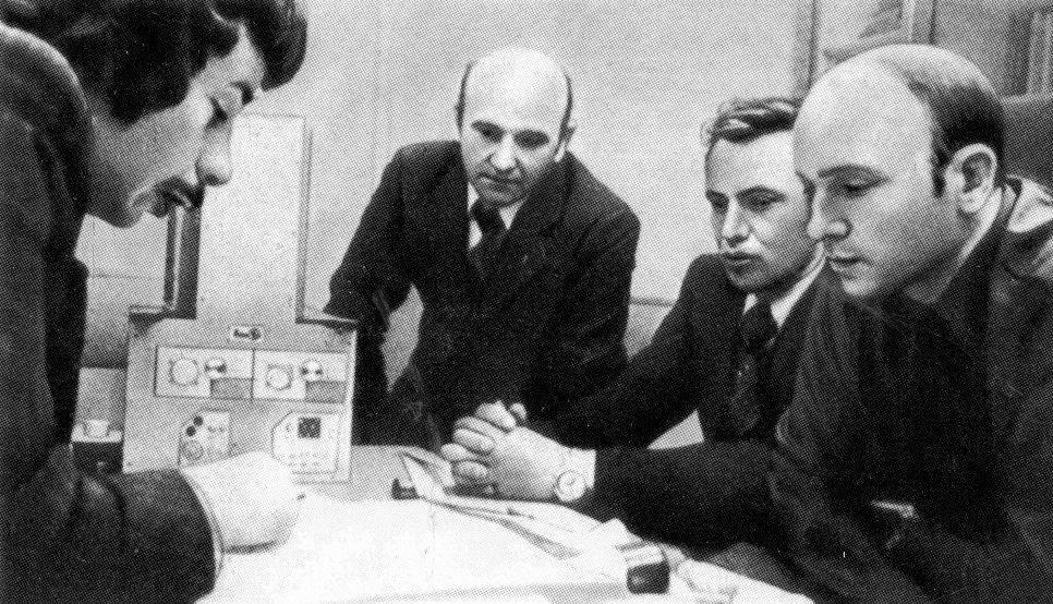 En 1977, les collaborateurs du MEPhI ont élaboré le télescope gamma de gabarit réduit Elena-F prévu pour enregistrer les flux de quantums gamma et d'électrons à haute énergie dans l'espace circumterrestre et dans les couches supérieures de l'atmosphère. En 1979, le télescope a été mis en orbite.