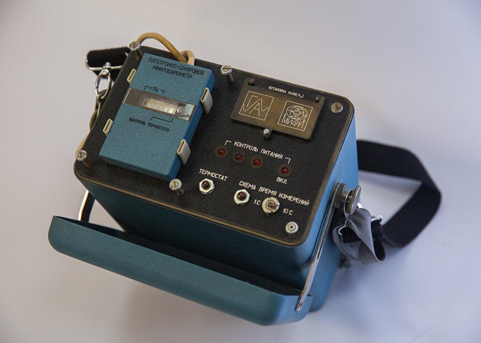 Le bloc TsVM (appareil de calcul numérique) pour déterminer le moment de lancement d'une bombe atomique depuis une altitude supérieure à 20 km a été conçu par le laboratoire NIS-1 de la chaire des appareils de calcul spécialisés de contrôle sous la direction du professeur Fedor Maïorov.