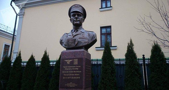 Le monument à Marcel Albert, pilote du régiment Normandie-Niemen, inauguré à Moscou