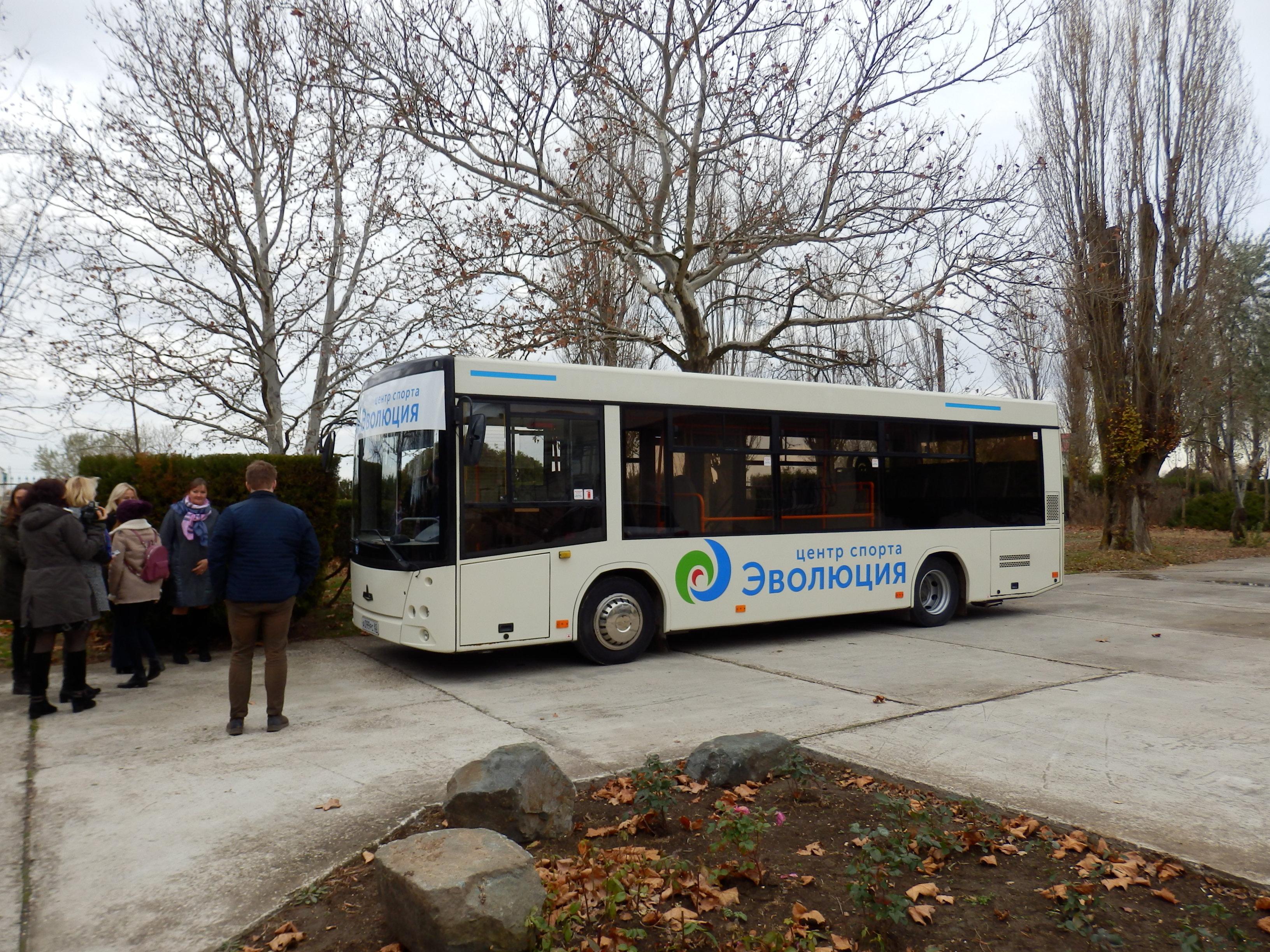 Un bus avec l'inscription Évolution