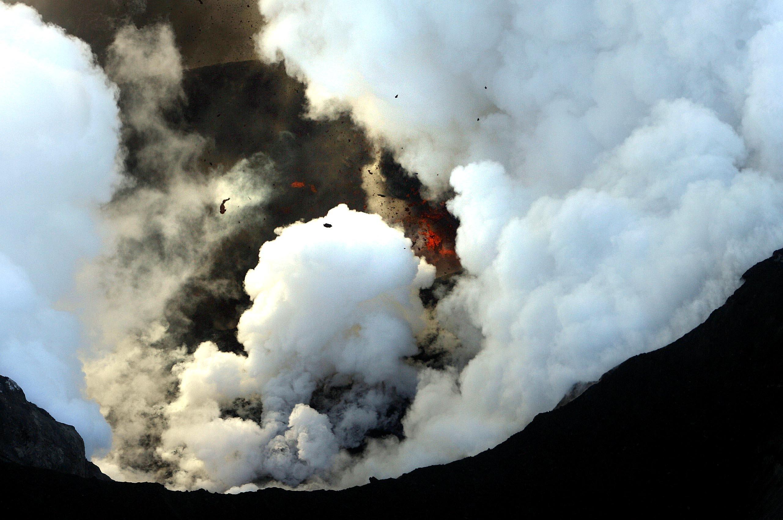 Le volcan islandais Eyjafjöll en éruption (avril 2010)