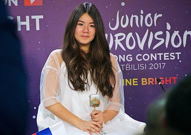 La chanteuse russe Paulina Bogoussevitch, vainqueur de l'Eurovision de la chanson junior 2017