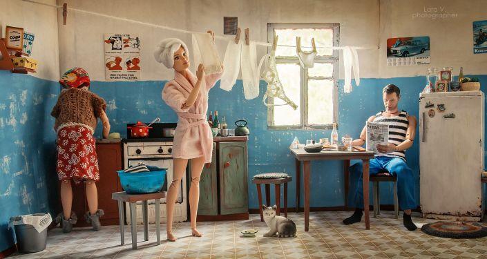 Barbie et Ken dans un appartement communautaire soviétique, comme si vous y étiez!