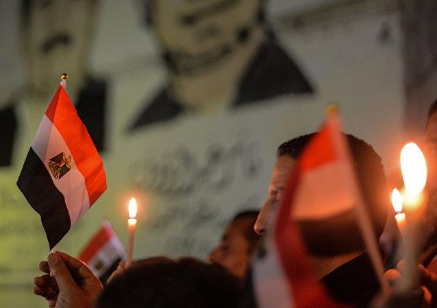 des bougies en mémoire des morts dans le Nord-Sinaï
