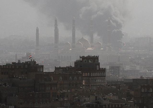 Bataille entre les partisans de l'ancien président yéménite Ali Abdallah Saleh et les Houthis à Sanaa, au Yémen, le 2 décembre 2017