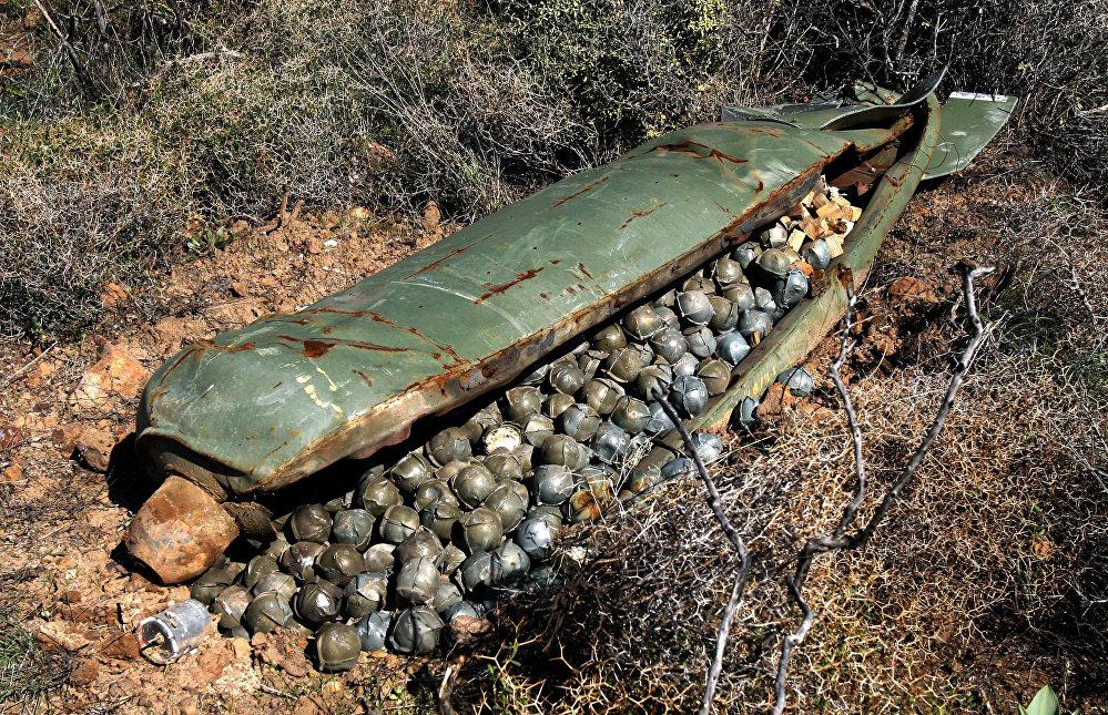 Une bombe à sous-munitions israélienne larguée sur le Liban le 9 novembre 2006