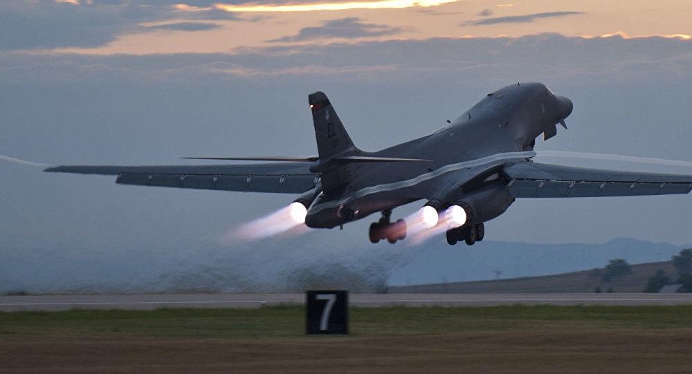Un bombardier stratégique Rockwell B-1 Lancer