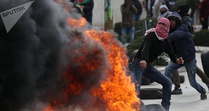 Une centaine de blessés dans des heurts entre Palestiniens et militaires israéliens
