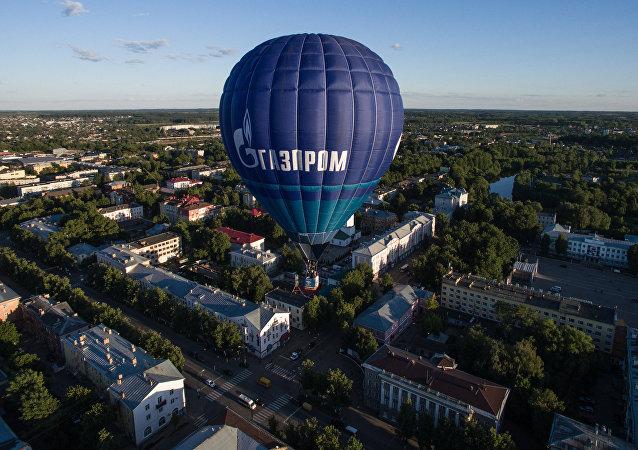 Une montgolfière avec le logo de Gazprom