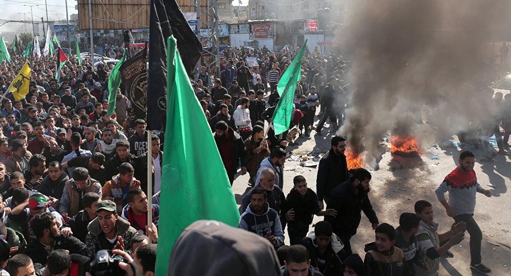 la frontière de la bande de Gaza lors des affrontements provoqués par la décision de Donald Trump
