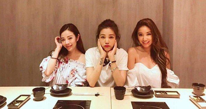 Fayfay Hsu, 40 ans (gauche), et ses sœurs Lure, 41 ans (centre) et Sharon, 36 ans (droite)