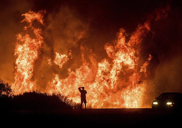 La Californie en proie aux flammes