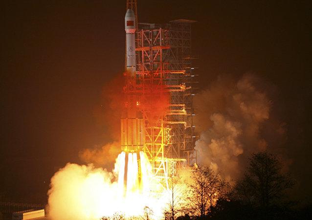 Un lanceur chinois Longue marche décolle depuis la base de Xichang