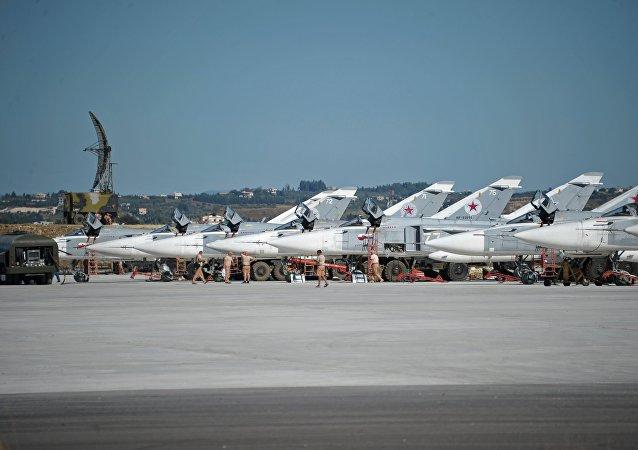 Des bombardiers russes Su-24 à la base aérienne de Hmeimim