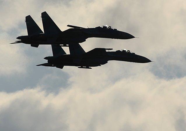 Des chasseurs Sukhoi Su-27, image d'illustration