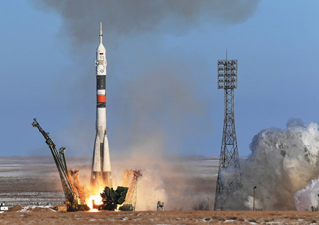 Une fusée Soyouz s'envole vers l'ISS