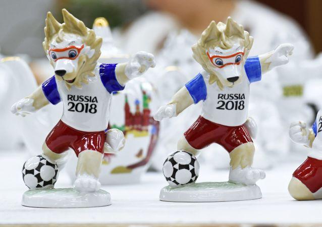 La fabrication des souvenirs de la Coupe du Monde 2018
