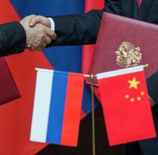 Drapeaux de la Chine et de la Russie