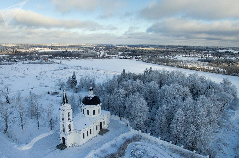 L'église Saint-Nicolas-le-Thaumaturge à Petrovo, dans le district d'Istra de la région de Moscou