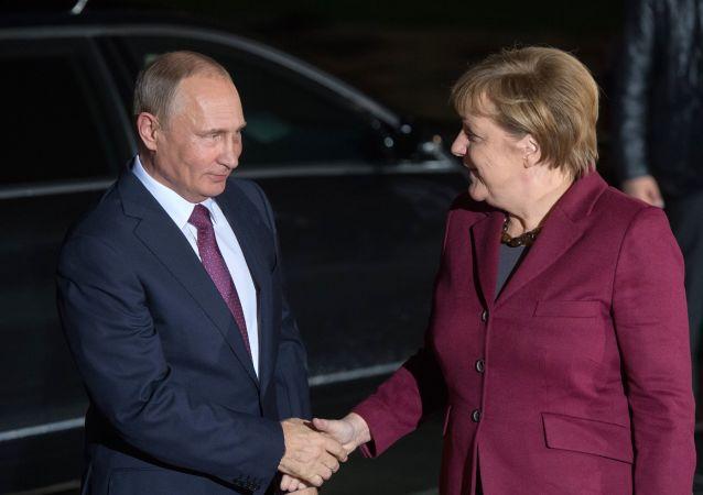 Vladimir Putin und Angela Merkel