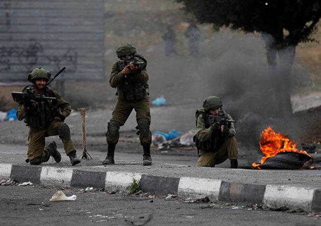 Des soldats israéliens lors de nouvelles manifestations à Gaza