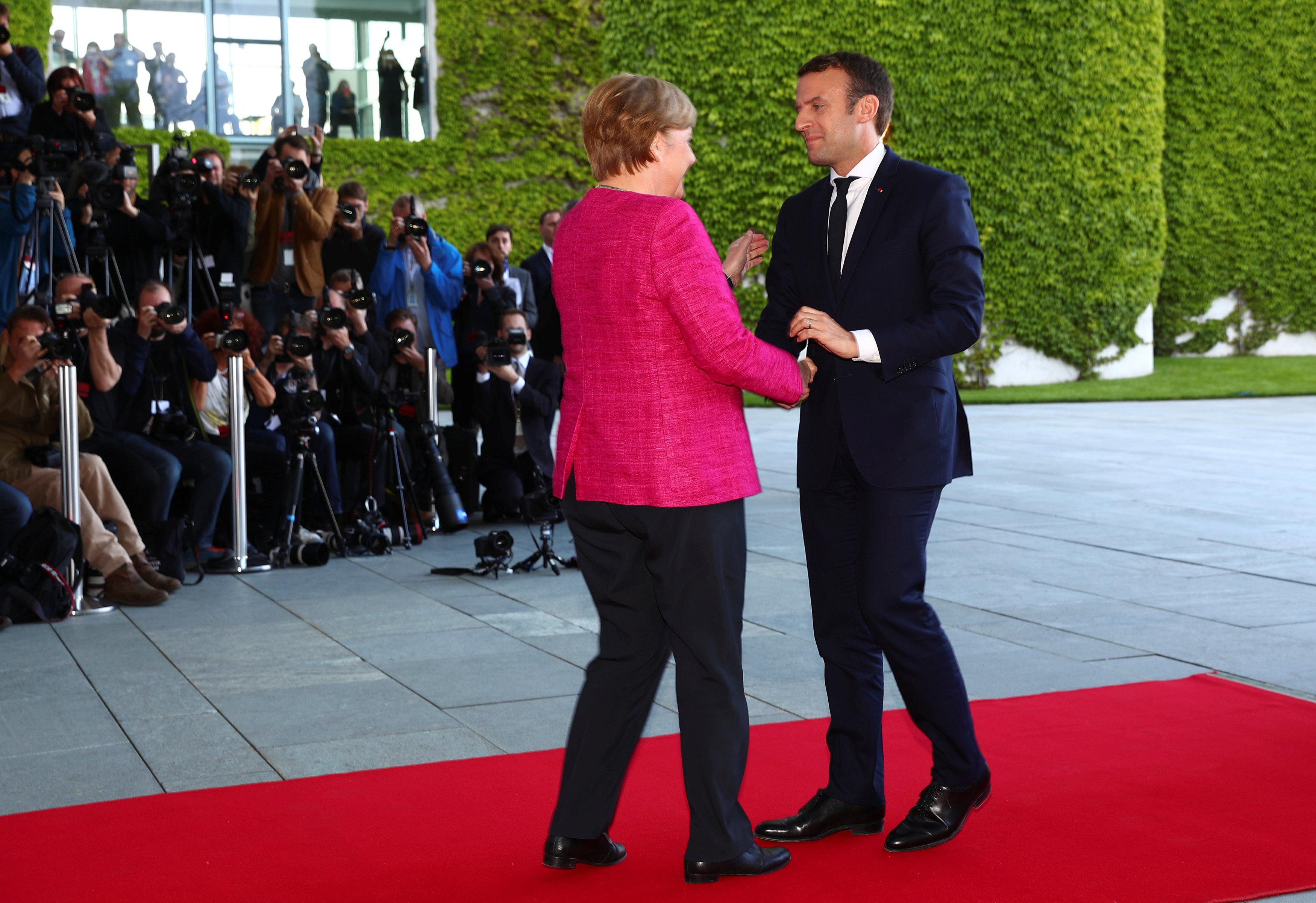 Emmanuel Macron s'engage dans la voie du renforcement de l'intégration européenne
