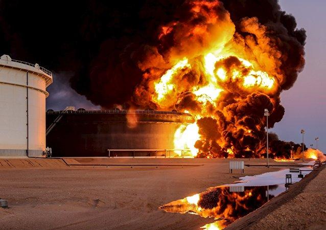 Explosion au terminal pétrolier d'Es-Sidr. Photo d'archive