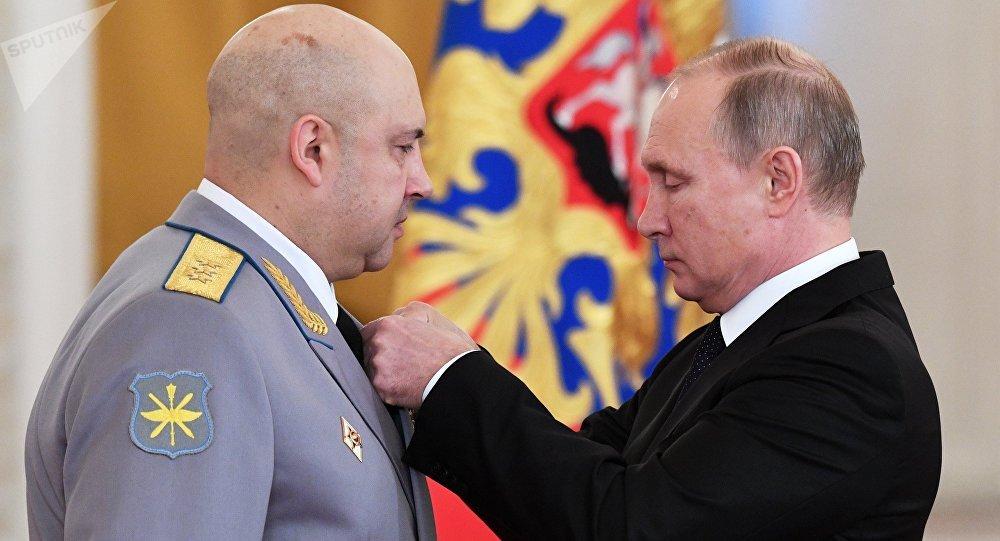 Vladimir Poutine adresse ses vœux à Macron et l'invite à Moscou — Russie