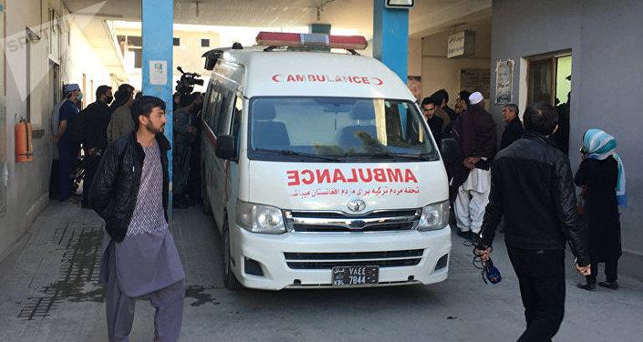 Une ambulance près d'une agence de presse à Kaboul, Afghanistan