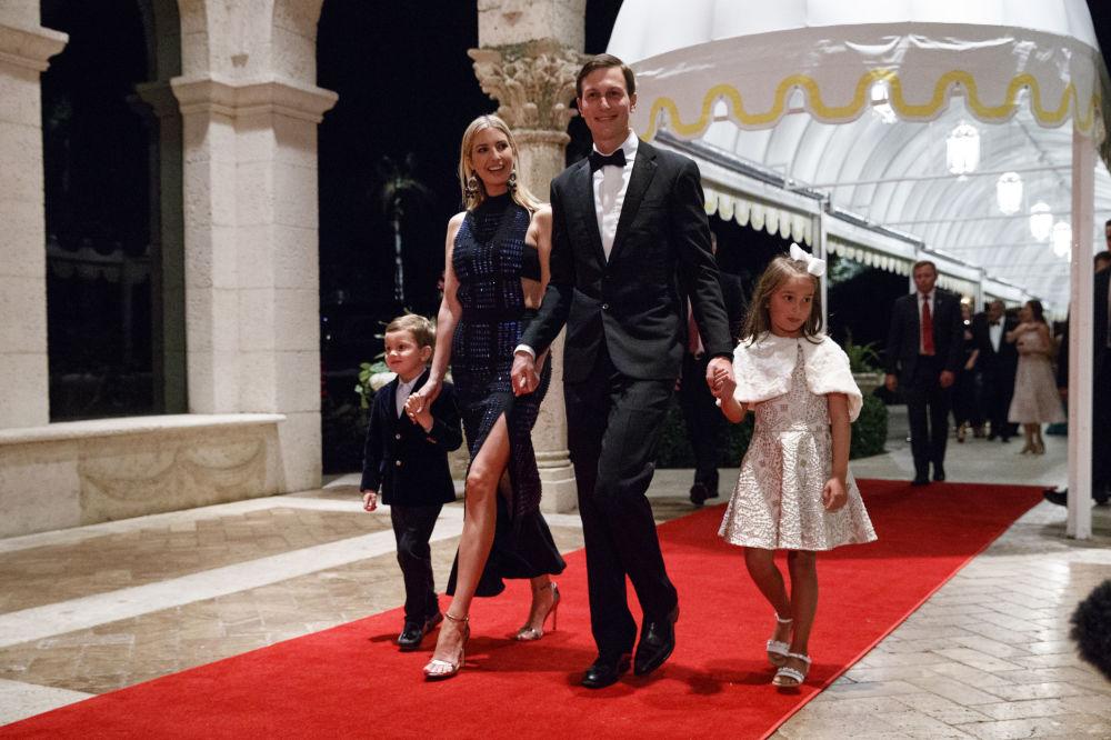 Ivanka Trump avec son mari et ses enfants lors d'un gala de Nouvel An en Floride