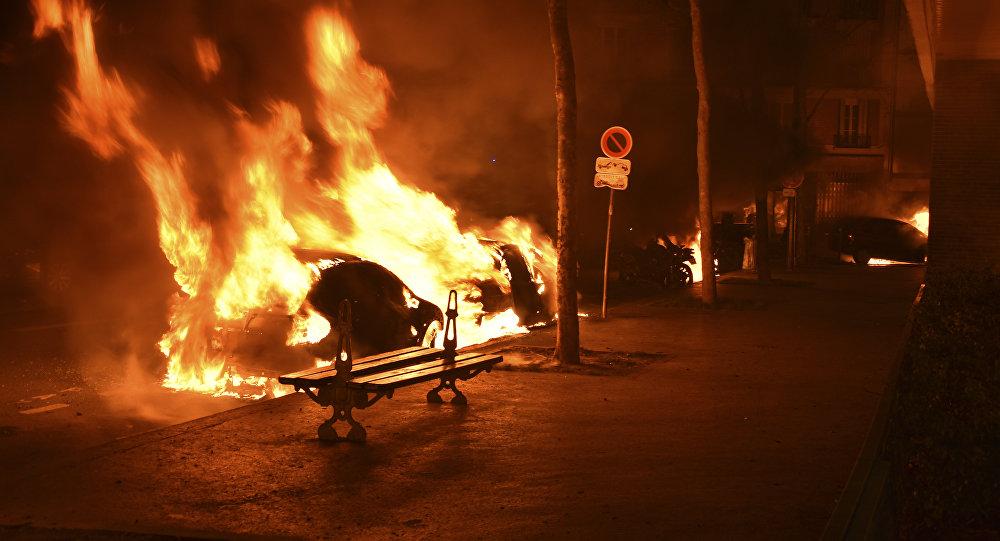 Des voitures brûlées dans plusieurs villes de France — Nouvel An