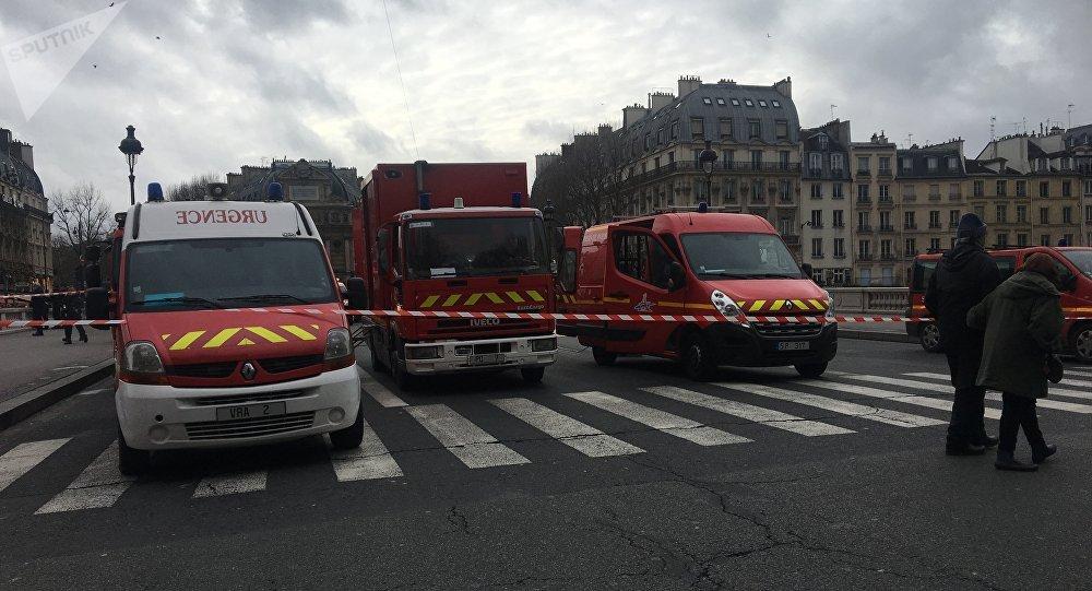 Les secouristes recherchent une policière disparue dans la Seine à Paris