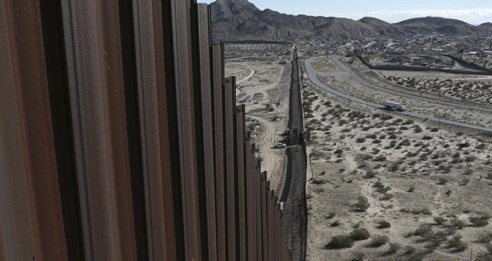 Barrière à la frontière américano-mexicaine
