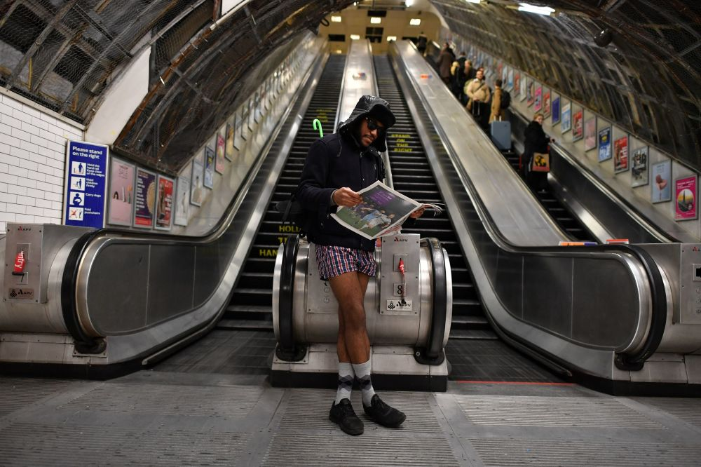 Voyage en métro sans pantalons (No Pants Subway Ride)