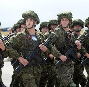 Les militaires russes sur la base aérienne de Hmeimim en Syrie