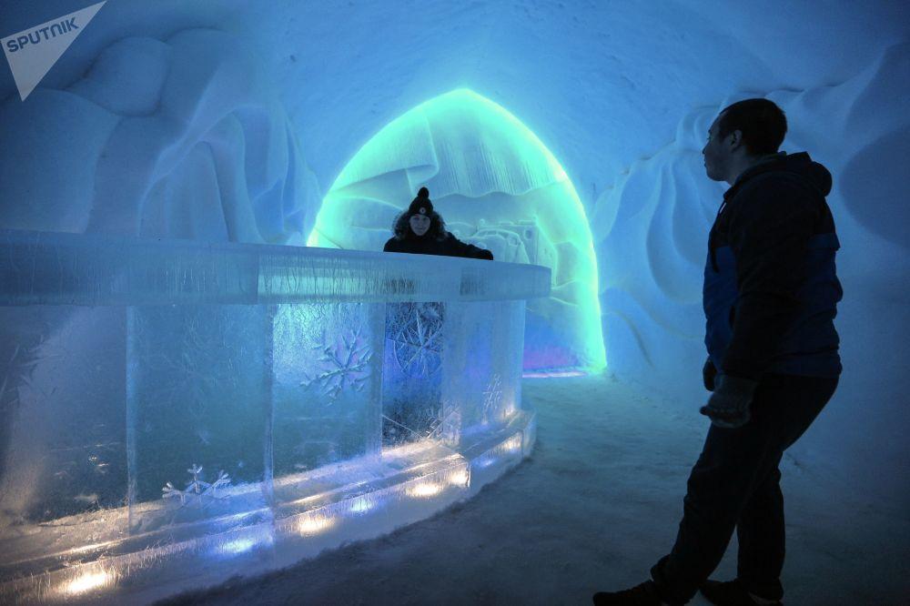 Ville de glace et village de neige au pied des Khibiny