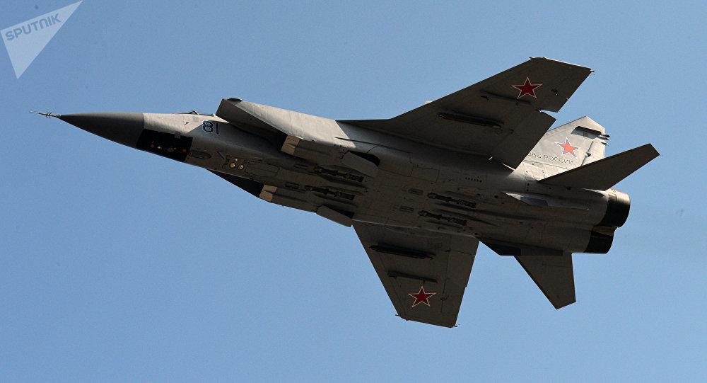 Chasseur-intercepteur tout-temps MiG-31