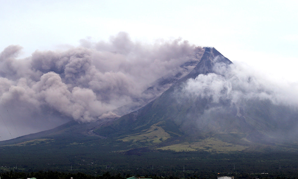 Éruption du volcan Mayon aux Philippines