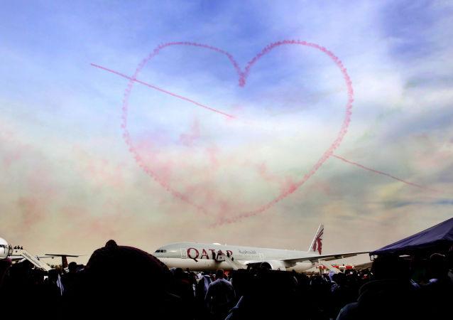 Une figure en forme de coeur lors d'un show aérien au Koweït