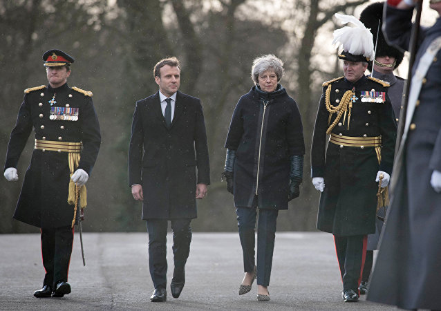 Emmanuel Macron et Theresay May