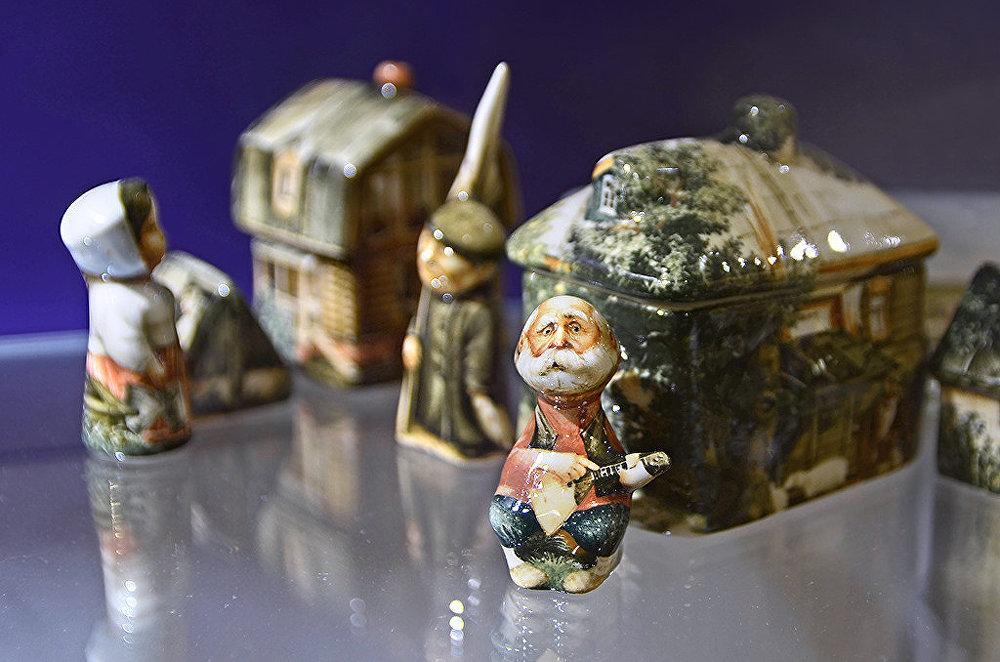 Figurines de porcelaine signées Andreï Tcherkassov